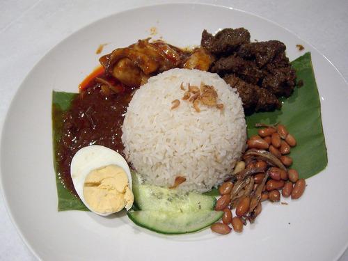 マレーシア:ナシレマッ2皿
