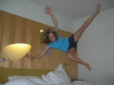 ベッドの上の少女たち00