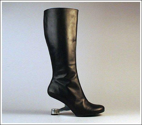 世にも奇妙な靴04