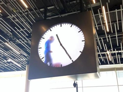 アムステルダム空港の手書き時計00