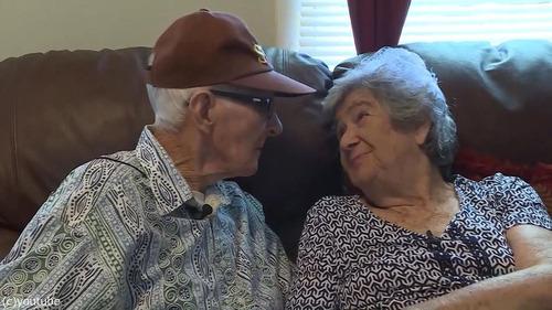 結婚71年の夫婦、同日に亡くなる01