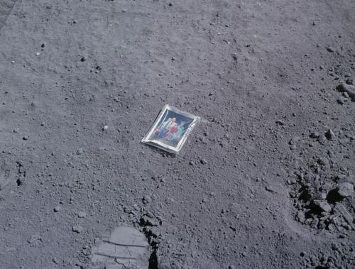 月面の遺留品09
