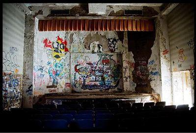 廃墟となった劇場06
