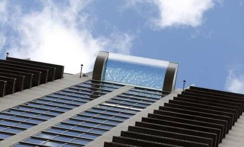 ガラス底のプール06