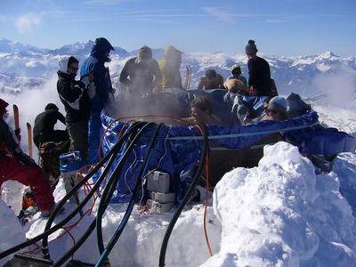 雪山の頂でお風呂06