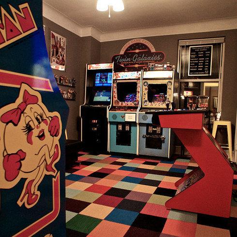 部屋を昔のゲームセンター風に改装06