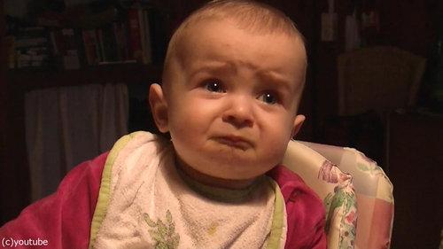 ママの歌で表情がコロコロ変わる赤ちゃん01
