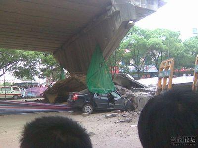 中国・高架橋事故04