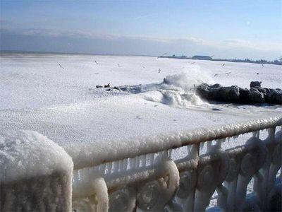 え、波って凍るんだ…07