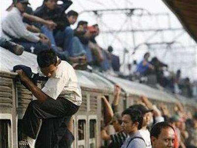 電車の上に乗る人々を防止するために考えた苦肉の策01