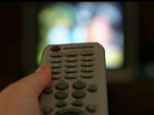 テレビを見るポーズ00