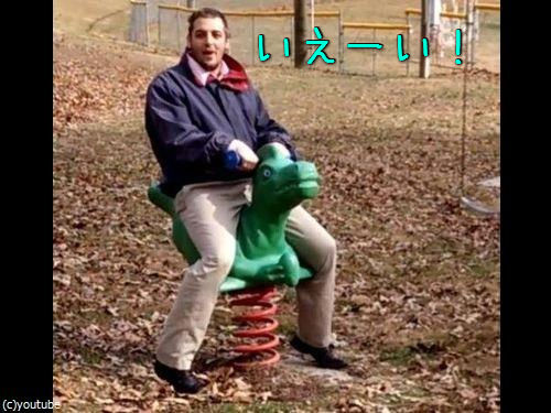 大人が公園の遊具で遊ぶべきではない理由00