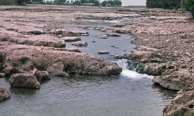 せき止められたナイアガラの滝06