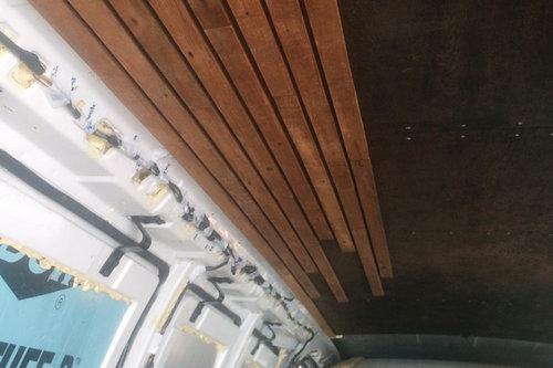 古びたバンをスタイリッシュな移動スタジオに改造06