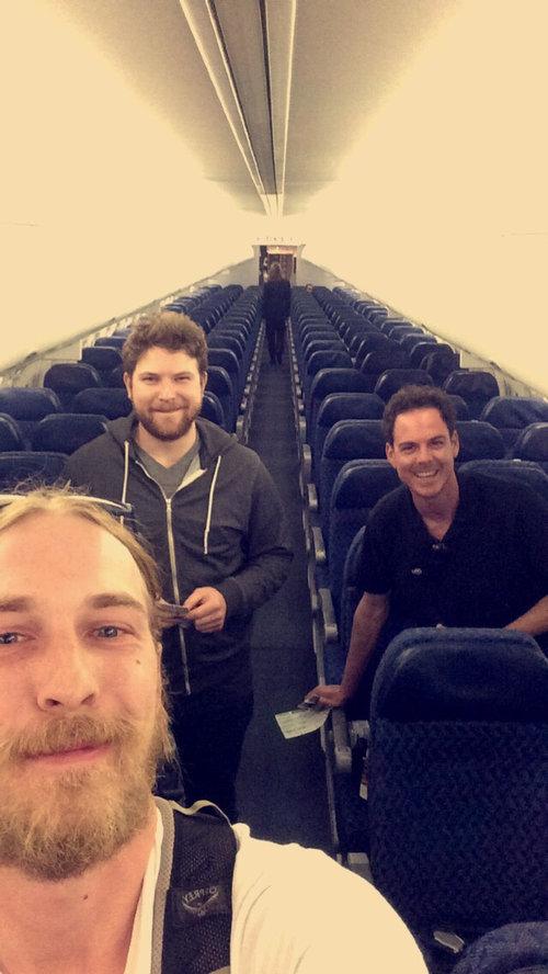 飛行機に乗ったら乗客が3人だけ01