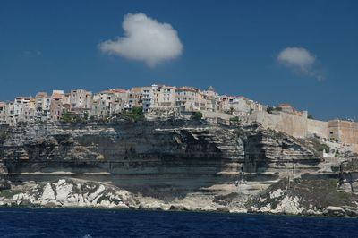今にも落ちそうな断崖絶壁にある4つの町22