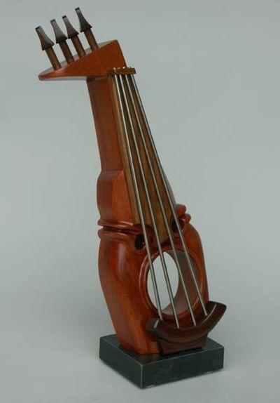 変わった形のバイオリン23