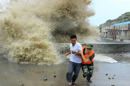 銭塘江の大波20
