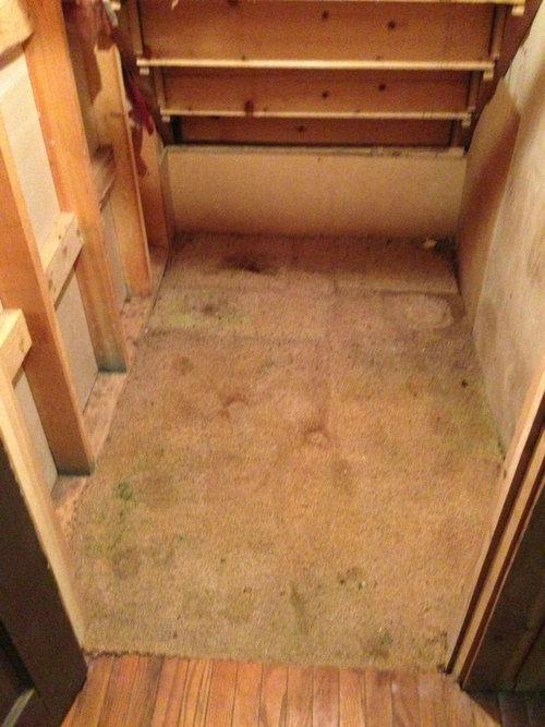 祖父母宅の床から隠し金庫02