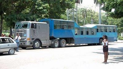 キューバのらくだバス05