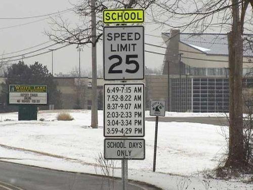 スピード違反の標識01