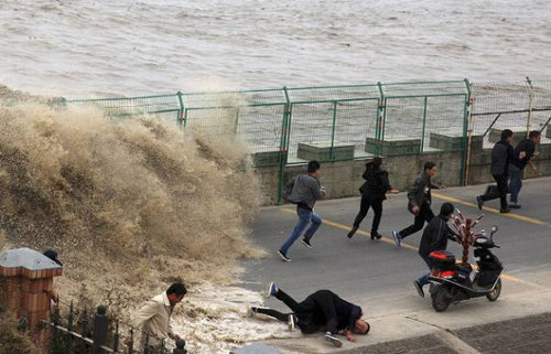 銭塘江の大波05
