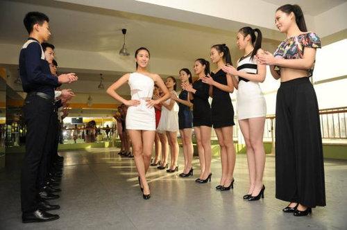 中国ではキャビンアテンダント志望の競争率が高い06