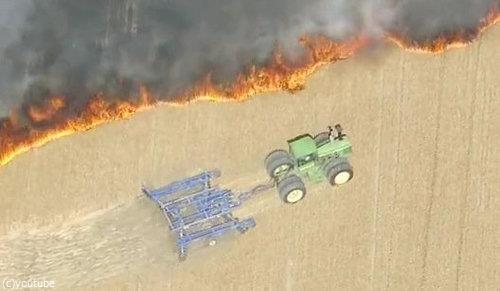 農地を火事から守る農夫04