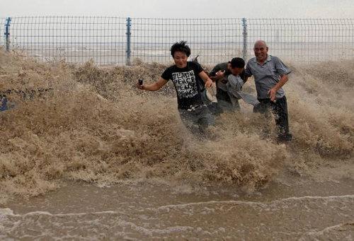 銭塘江の大波16