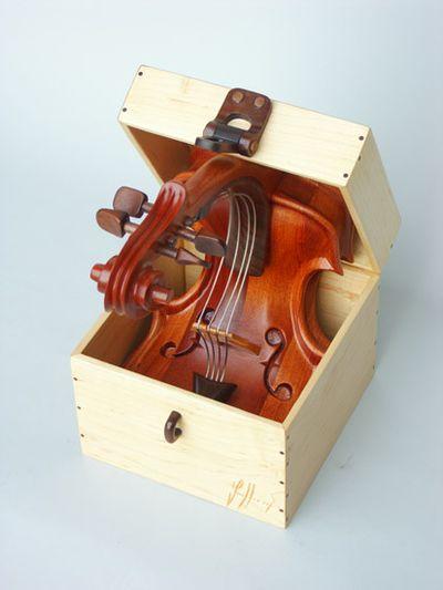変わった形のバイオリン14
