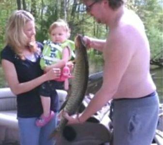 2歳幼女が大物釣り上げ03