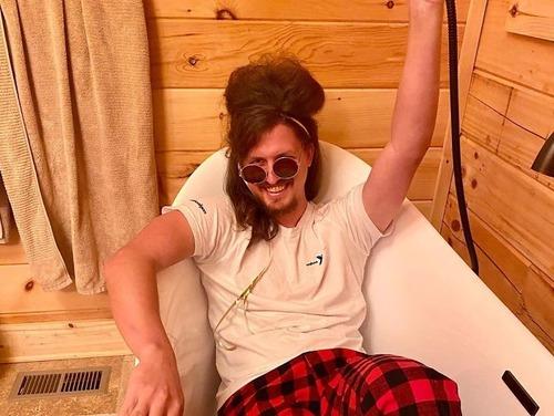 ヘアスタイリスト女性、彼氏のヘアを魔改造02
