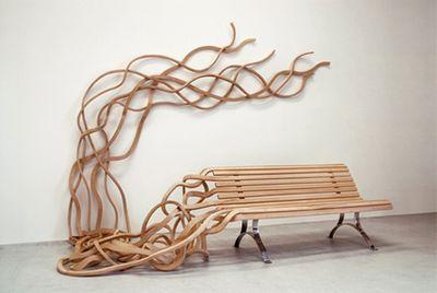 ほどけそうな木のベンチ