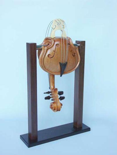 変わった形のバイオリン16