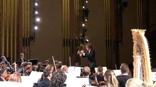 オーケストラで居眠り女性が叫び声03