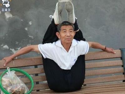中国のおじさん06 中国のおじさんが、何だか凄いです。 「何が…?」「なぜ…?」「で…?」...