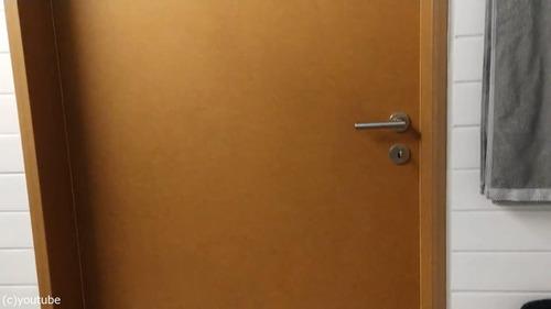 このドアはめちゃくちゃ高い(長い)01