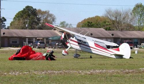 スカイダイバーと飛行機が衝突09