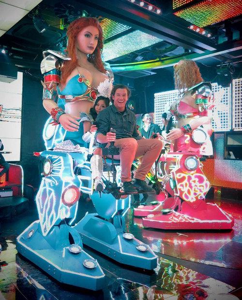 日本のロボットレストラン01