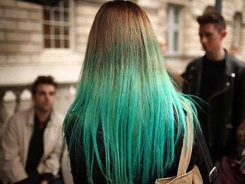 シャワーを浴びたら金髪が緑に