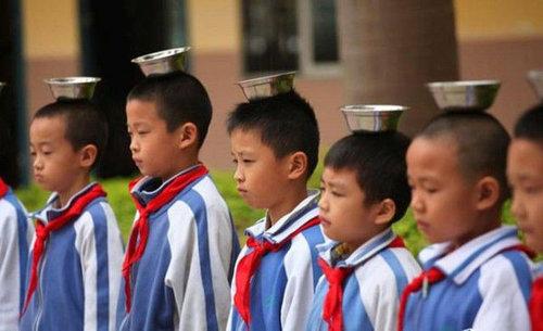 中国の児童を姿勢よくするアイデア08