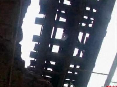 冗談抜きで今にも事故が起きそうなインドの鉄道橋03
