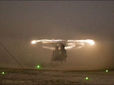 光るヘリコプターのプロペラ00