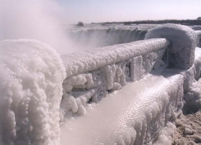 ナイアガラの滝が凍る05