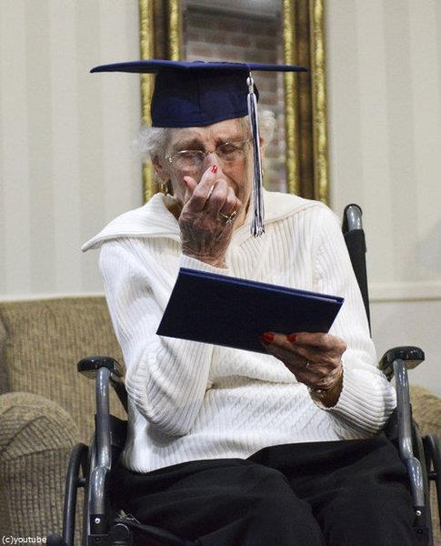 97歳女性が高校卒業証書に感涙03