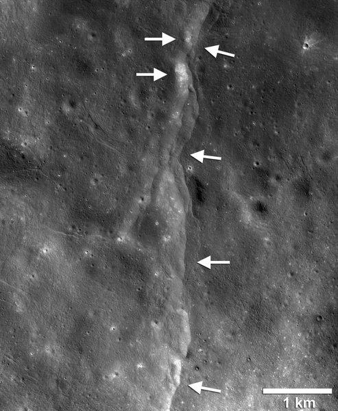 月は縮んでいた02