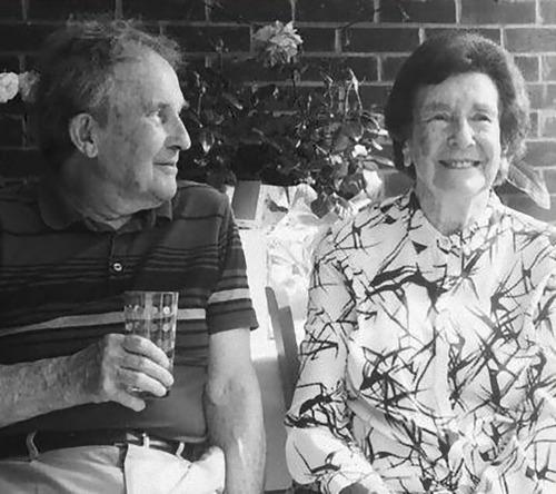 60年経ってもおばあちゃんを見つめるおじいちゃん02