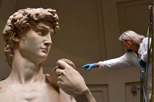 ダビデ像の実際の大きさ01