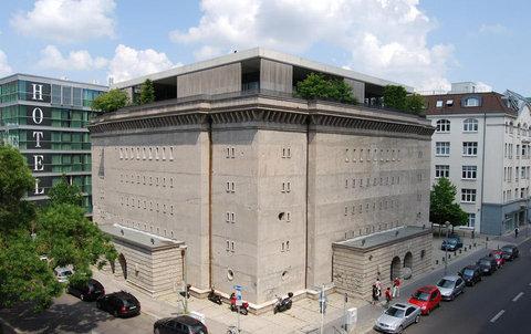 フランクフルトの対照的な2つの建物03