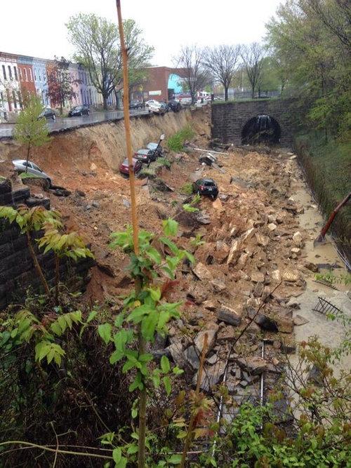 ボルチモアで道路が崩れた01